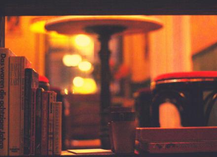 Jagdzimmer Tür Bücherregal